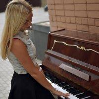 Игра на пианино :: Дмитрий Матросов
