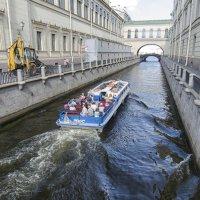 Питер и туристы :: Сергей Баландин