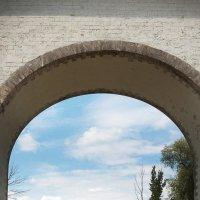 Пейзаж через арку :: GALINA