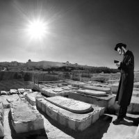 Prayer over the graves :: Roman Mordashev