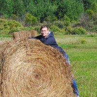 Хорошо летом полежать на сене... :: Анна Елтышева