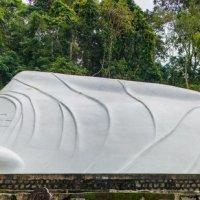 Статуя великого Будды :: Yulia Svetlichnaya