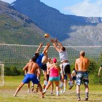 Волейбол в Хибинах :: Александр Неустроев