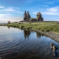 Напевною загадкой линий в Онеге плавают Кижи :: Valeriy Piterskiy