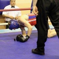 Самое трудное в боксе - брать капу рукой в перчатке :: Вячеслав