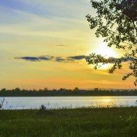 У озера на закате :: юрий Амосов