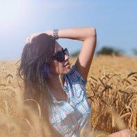 Девушка с пшеницей в волосах :: Наталия Чмиревская