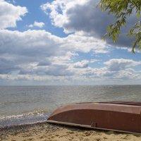 Лодка у моря :: Валерий Плотников