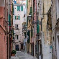 Улочка итальянского города :: Vasiliy V. Rechevskiy