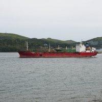 Отшвартовка танкера. :: Павел Бескороваев