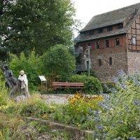 Музей барона Мюнхгаузена расположен в бывшем амбаре, который перестраивал и расширял сам барон :: Елена Павлова (Смолова)