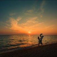 Небо украшает солнце, а семью украшают дети :) :: Алексей Латыш