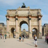 Ворота в Лувр :: Сергей Лошкарёв