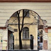 Питерский дворик на Мойке :: Николай Танаев