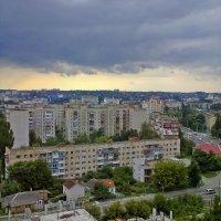 Тучи над городом :: Ольга Винницкая