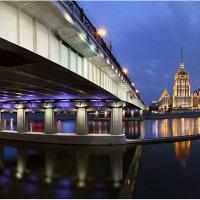 Ночные изгибы московских мостов 2 :: Виктория Иванова
