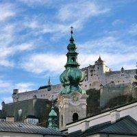 На фоне Hohensalzburg Fortress :: Юрий Савинский