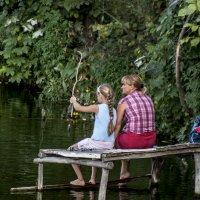 Особенность рыбалки с мамой :: Владимир Кроливец