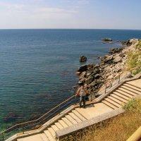 берега кристально - чистого моря  в  Форосе :: valeriy g_g