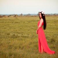 Девушка в красном :: Анастасия Кузьмина