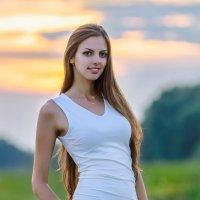 Портрет девушки на закате дня :: Анатолий Клепешнёв