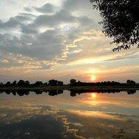 Гаснет вечер, даль синеет, солнышко садится... :: Tanya Sukhomlinova