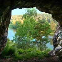 Пещера в скале Роговик :: Рыжик