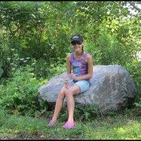 Я на камушке сижу... :: Нина