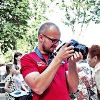 """Фотографы - самые увлеченные люди... (из серии """"Фотографии о фотографах"""") :: Наталья Костенко"""