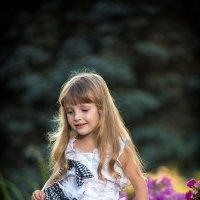 Девочка на камне :: Юра Викулин