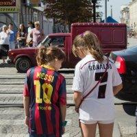 Кто круче Cristiano Ronaldo vs Messi :: Николай Алехин