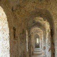 коридоры храма раннего средневековья :: Андрей ЕВСЕЕВ