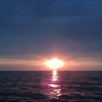 Закат на Рыбинском водохранилище :: Наталья Базанова