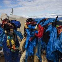 Помощник шамана перед камланием :: Людмила Синицына