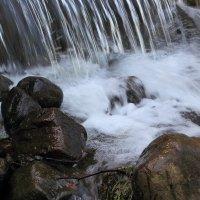 У водопада :: Михаил Лесин