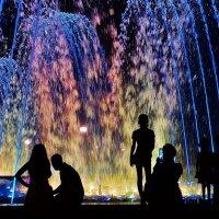 Фото на фоне цветных капель :: Андрей Печерский