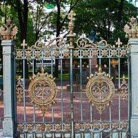 Ворота домика Петра I. :: Александр Лейкум