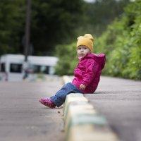 Ребенок на тратуаре :: Евгений Андреев