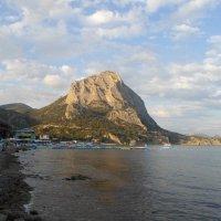 "Вид на ""Сокол"" с пляжа Нового Света. :: BoxerMak Mak"