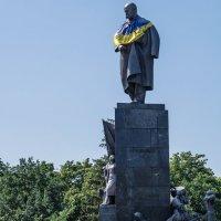 Памятник  Т.Г .Шевченко :: Владимир Кроливец
