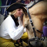 Я люблю свою лошадку, причешу ей шерстку гладко... :: Владимир Секерко