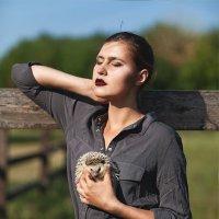 Девушка с ежом :: Victoria Luneva