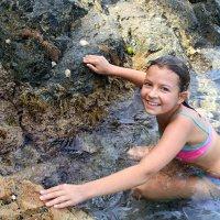 Мария, первый прыжок со скалы! :: Наталья Топовская