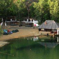 Палаточный лагерь байкеров на берегу :: Marina Timoveewa