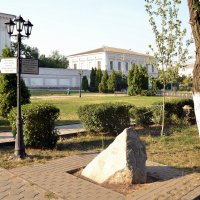 Памятный камень на месте трагедии... :: Владимир Болдырев