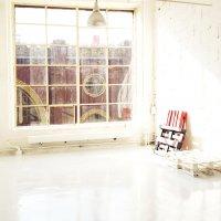 Замок за окном зала White №117 :: фотошкола ФОТОГРАФ