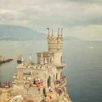 Ласточкино гнездо. :: Дмитрий Палюнин