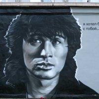 Портрет Виктора Цоя на стене трансформаторной станции. :: юрий