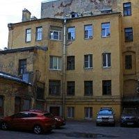 Старый Питерский двор. :: Александр Лейкум