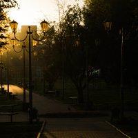 солнце зажигает фонари :: Влад Римский